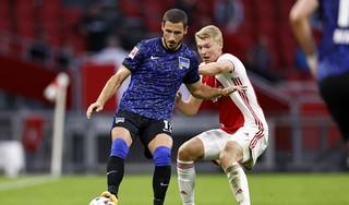 'Weer tijd voor een Limburger in Oranje'. Ajax-verdediger Perr Schuurs ziet kans op debuut toenemen. 'Hij lijkt een rustige, bescheiden jongen, maar van binnen is hij een knokker en vechter' [video]