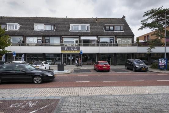 Joran Davids met zijn handen in het haar: zijn nieuwe zaak in Heemskerk moest na drie weken dicht. Reden: het voldoet niet aan de regels