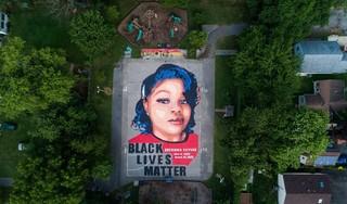 Amerikaanse agent wordt vervolgd na doodschieten zwarte vrouw