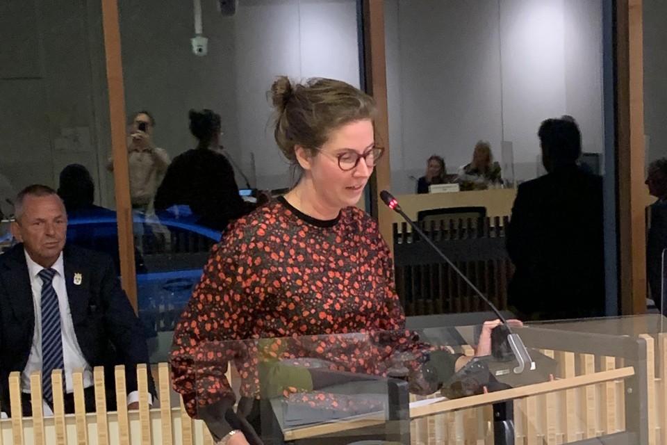 Annemieke Robbers tijdens haar afscheidswoord in de raadszaal.
