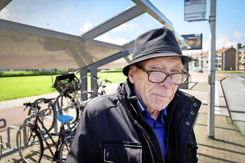 De onfortuinlijke IJmuidenaar Gerrit Stegerhoek hoopt dat een eventuele eerlijke vinder hem uit de brand helpt en zijn portefeuille - met daarin zo'n 1.200 euro - bij hem terugbezorgt.