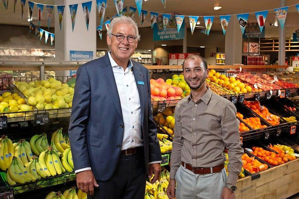 Supermarktmanager Mees Molenaar (links) en winkelcoördinator Mourad Talhaoui.