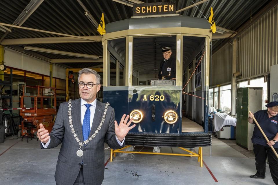 Burgemeester Jos Wienen van Haarlem is tevens lid van het comite van aanbeveling van de Stichting Nieuwe Blauwe Tram.