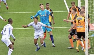 De droom van Telstar-speler Ilias Bronkhorst ligt niet in Camp Nou of Anfield maar in de oude en vuige stadions van de Championship: 'Of het nou nu is of over vijf jaar of tien jaar, ik moet daarheen'