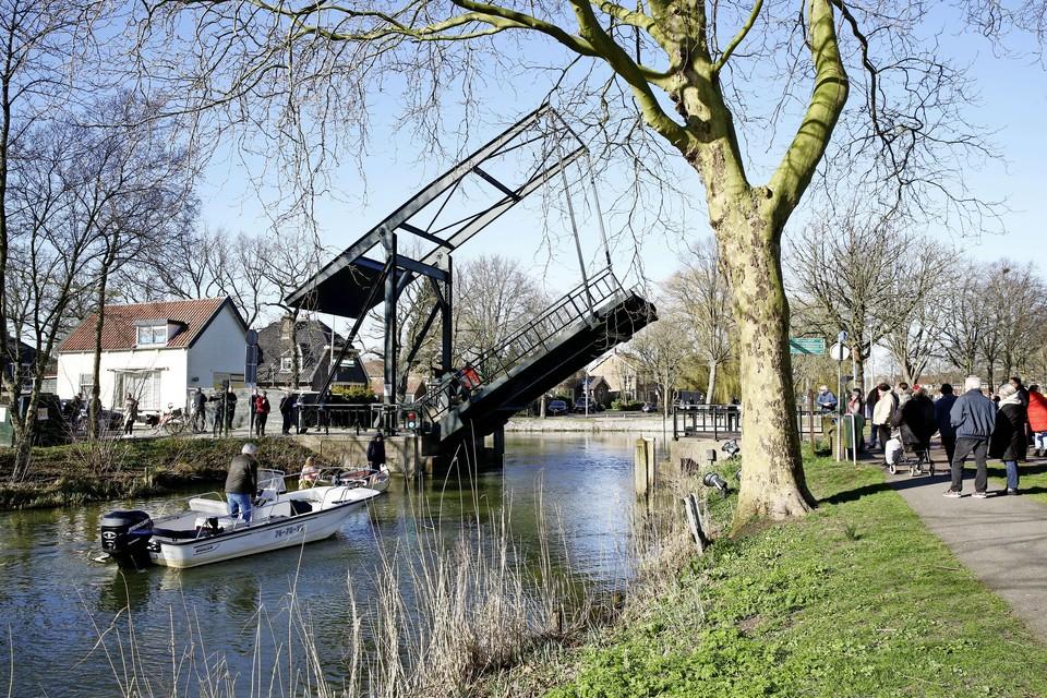 De Amsterdamse Poortbrug in Muiden wordt tot half september dagelijks tussen negen en negen bediend.