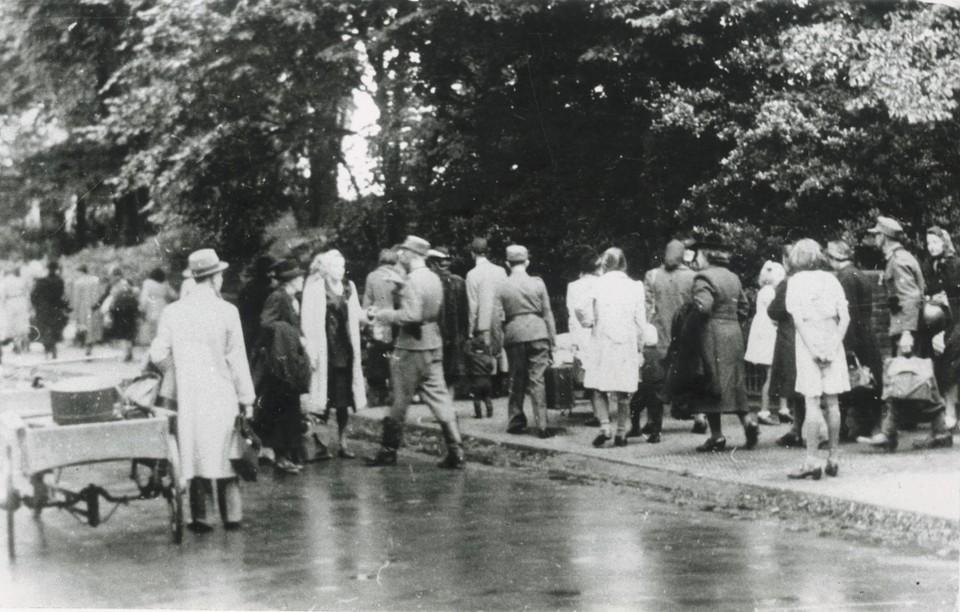 NSB'ers vluchten op Dolle Dinsdag uit angst voor vermeend snel oprukkende geallieerden.