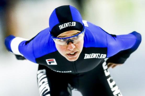 Esmee Visser legt de concurrentie haar wil op en verovert twee wereldbekertickets, op de 3000 en 5000 meter