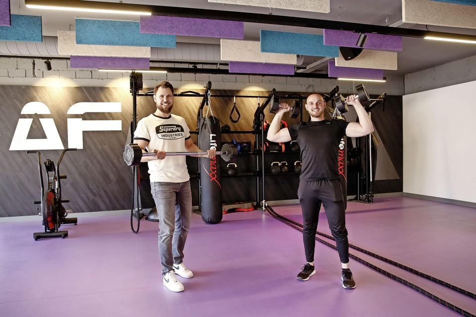 Wesley (links) en Buddy Raven zijn dolblij dat ze hun sportschool na vier ruim vier jaar eindelijk konden openen.
