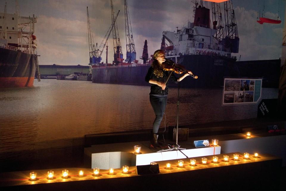 Anne Bakker geeft een vioolconcert bij Ship.