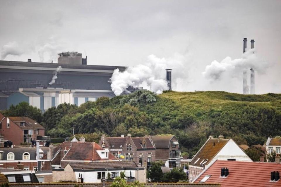 Hoogovens gezien vanuit Wijk aan Zee.